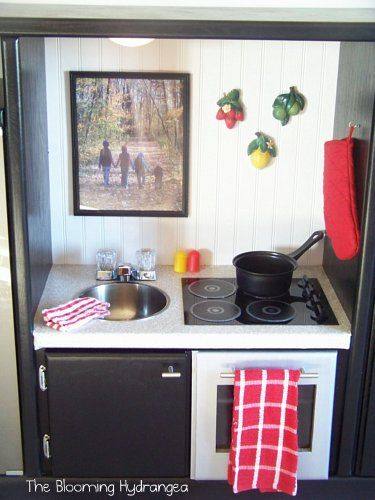 another play kitchen, this site had a bunch of ideas for these