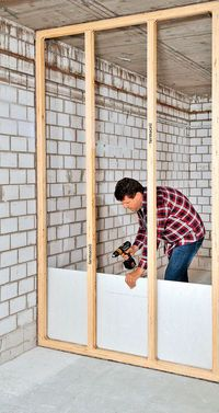 Wer keine Metallprofile mag, kann auch mit Kanthölzern eine Trennwand bauen. Wir zeigen Schritt für Schritt den Bau einer Holzständer-Wand.
