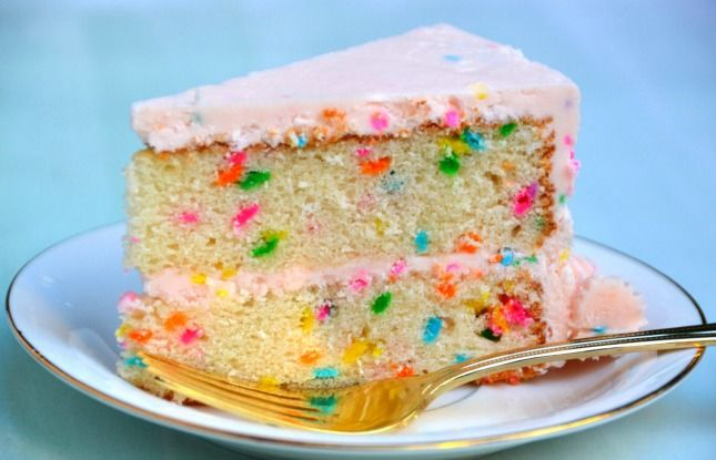 Every one needs a go-to homemade confetti cake and frosting recipe- right?!