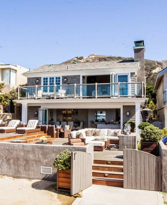 http://gardenhomedecoration.blogspot.co.uk/2014/11/california-beach-house-with.html California Beach House with Transitional Interiors - Home Garden Decoration