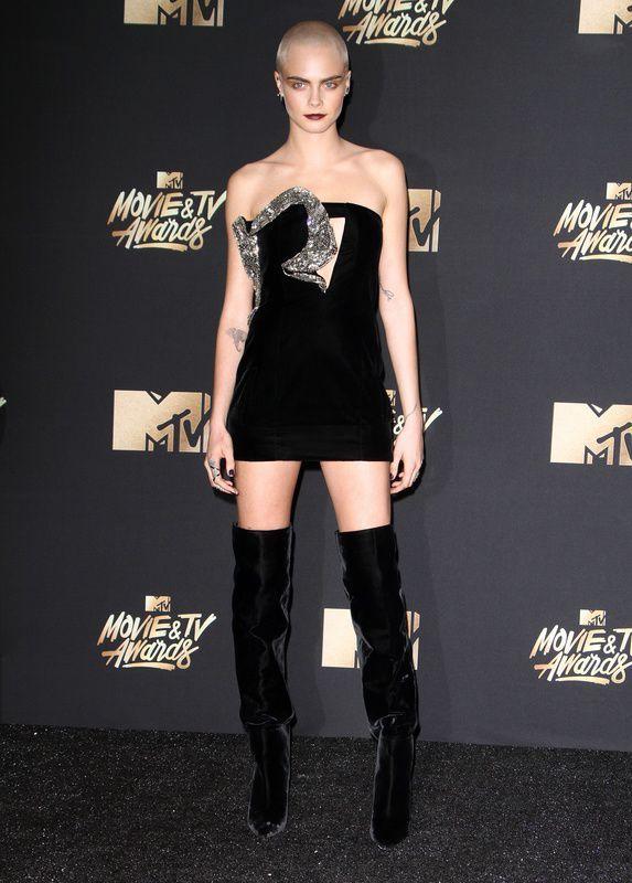 Cara Delevingne w sukience Saint Laurent na MTV Movie Awards 2017
