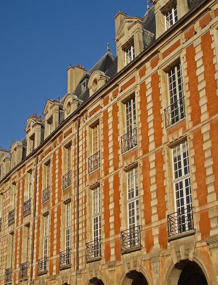 visite des plus beaux hôtels du marais de la place des Vosges. http://visite-guidee-paris.fr