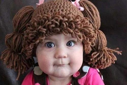 Шапка с косичками для девочки.