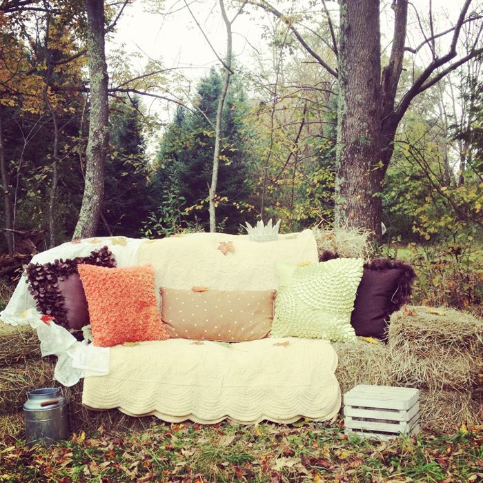 Hay Bale Couch » Photography by UI  Fall Portrait Set. Nice photo spot for a hay ride.
