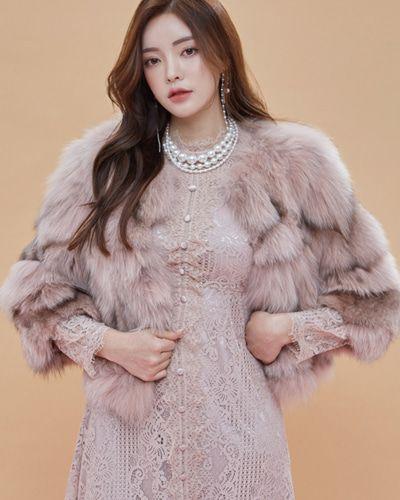 Fox Fur Cropped Jacket CHLO.D.MANON   #pink #fur #jacket #wintertrend #koreanfashion #kstyle #kfashion #seoul