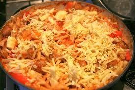 Κριθαράκι με τόνο, πιπεριές, μανιτάρια και τυρί στο φούρνο