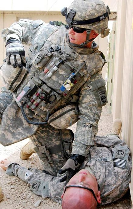 81 best images about combat medic on pinterest soldiers for Combat portent 31 19