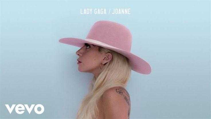 """Lady Gaga - Million Reasons (Audio)    ... """"eu me ajoelho para rezar, eu tento fazer o pior se tornar um pouco melhor, senhor, me mostre o caminho. ... eu só preciso de una boa razão para ficar. Querido, eu estou sangrando, sangrando. ...  Cada coração partido torna mais dificil de manter a fé."""""""