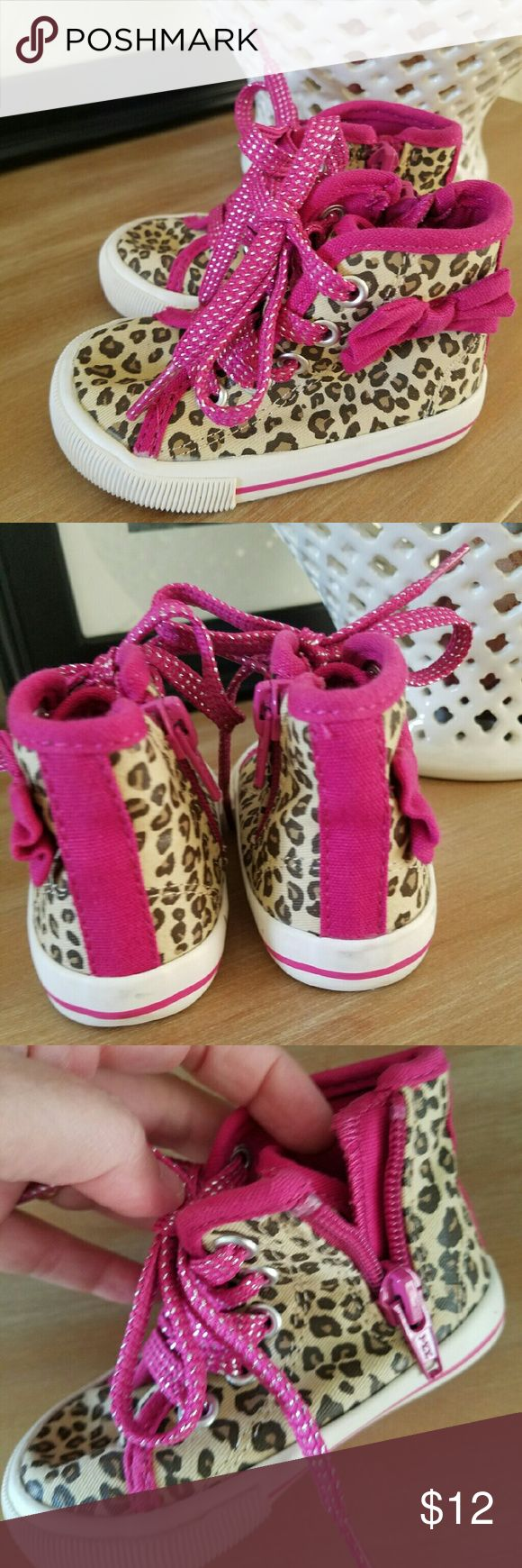 Toddler Girls Sz 4 Leopard & Pink Sneakers Shoes Extremely clean. Looks new. I don't believe they were even worn. Size 4. Zippers on the side to help get on & off. The brand is from Oshkosh-Genuine kids. Smoke-free home.  Fast shipping. genuine kids from Oshkosh  Shoes Sneakers
