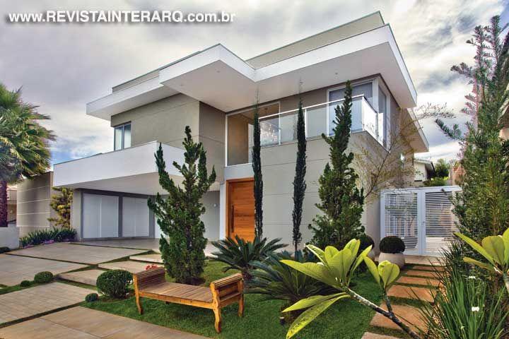 Fachada idealizada por Luciana Ogawa. http://www.comore.com.br/?p=26952 #anuariointerarq #book #livro #interarq #revistainterarq #arquitetura #architecture #archdaily #contemporary #decor #design #home #homestyle #instadecor #instahome #homedecor #interiordesign #lifestyle #modern #interiordesigns #luxuryhome #homedesign #decoracao #interiors #interior #lucianaogawa