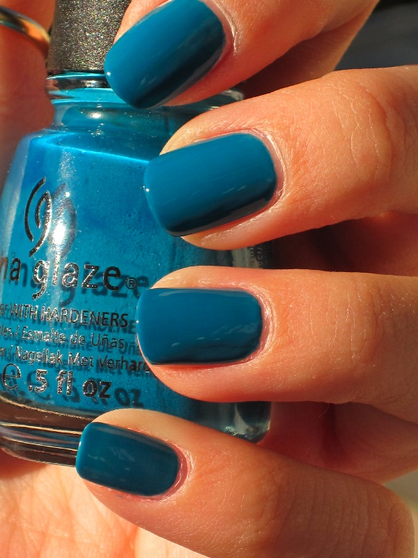 Anyway, today I have China Glaze Shower Together! I don't know why I never got this before. It's a super pretty dusty deep teal. I had to photograph it outside to get it remotely close to accurate.