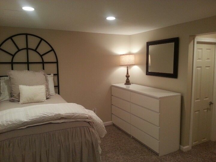 Small basement bedroom idea if we ever get this house for Basement bedroom colors