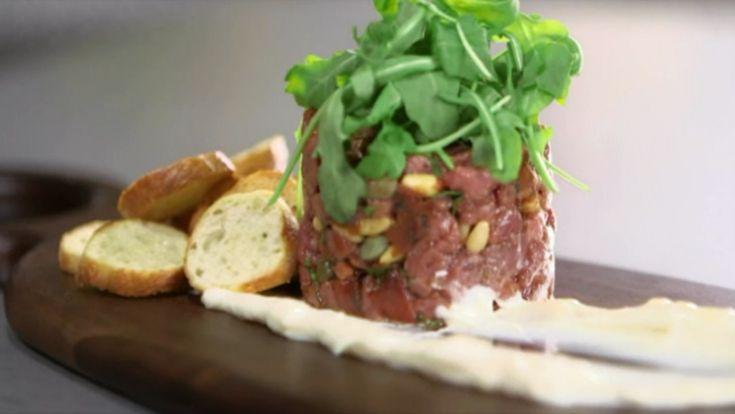 Osez le tartare de de boeuf aux tomates confites pour souper! Une délicieuse suggestion signée SB Cuisine.