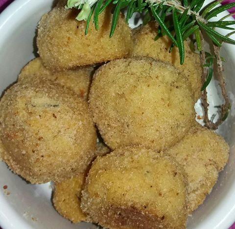 Una ricetta veloce e semplice per presentare il pesce ai nostri bambini. Gustosa anche per i grandi: le polpette di pesce!
