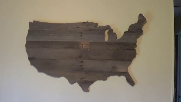 Show your USA patriotism with this pallet wall art DIY project. This is best for more advanced woodworkers, not beginners.