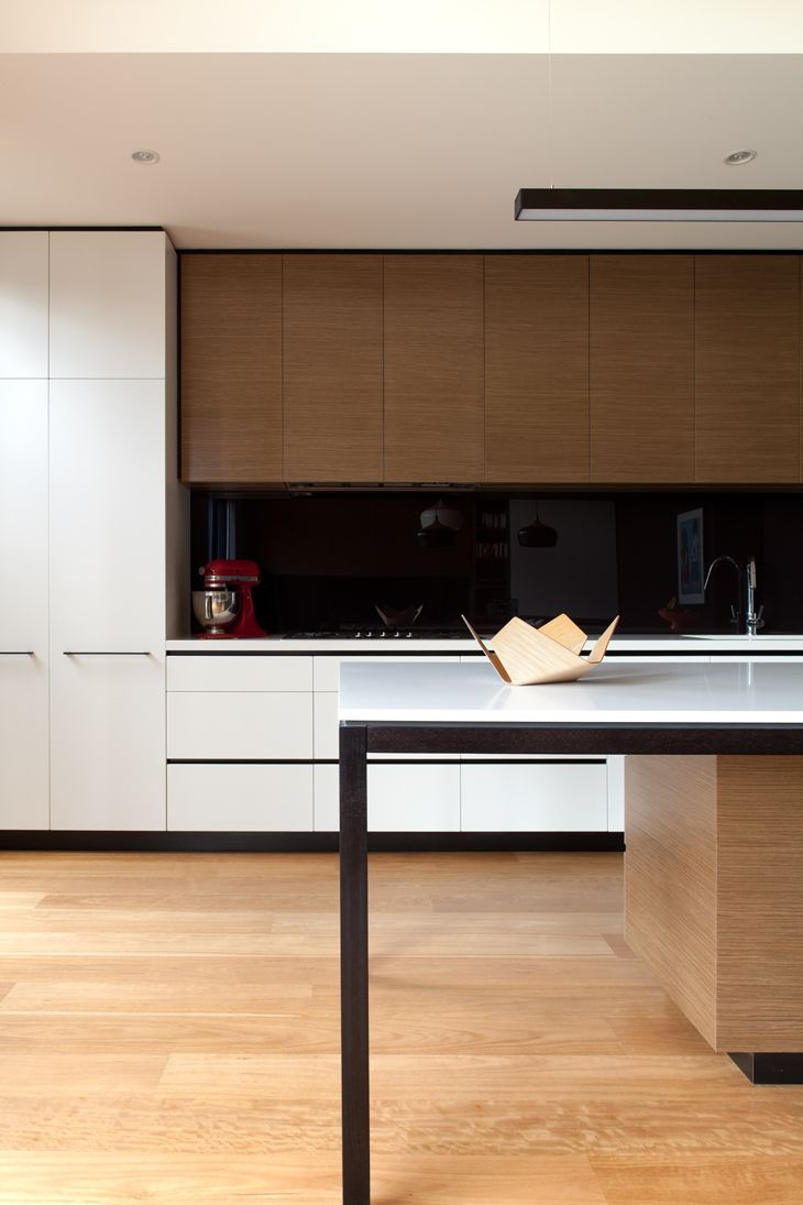 This contemporary extension on a home in Hawthorn, Melbourne was completed by Chan Architecture Pty Ltd and features Caesarstone Snow surfaces in the kitchen and two bathrooms.  Discover Caesarstone Snow: http://caesarstone.com.au/colour/2141-snow  Photography by Folded Bird Photography