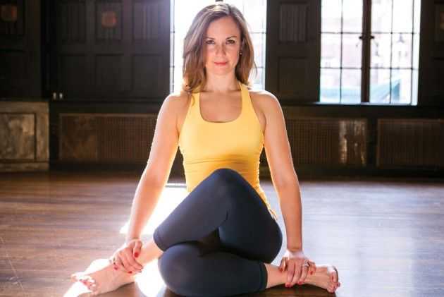 Boston-based yoga instructor, marathoner and Essentia #HydrationSpecialist Cara Gilman is bringing a unique workshop to Cambridge — and it requires both sneakers and a mat.  #Boston #Cambridge #Yoga #running #EssentiaWater #hydration