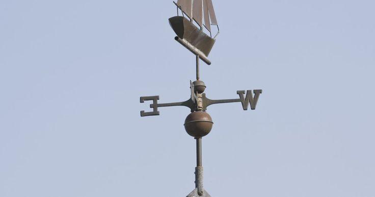 Cómo hacer instrumentos meteorológicos o veletas. Las veletas son instrumentos científicos que se usan para determinar la dirección y velocidad del viento. Los científicos, meteorólogos y aficionados usan las veletas para entender las condiciones y patrones del clima. Las veletas decorativas, pero igualmente funcionales, también son populares en arquitectura, y muchos propietarios las ponen en ...