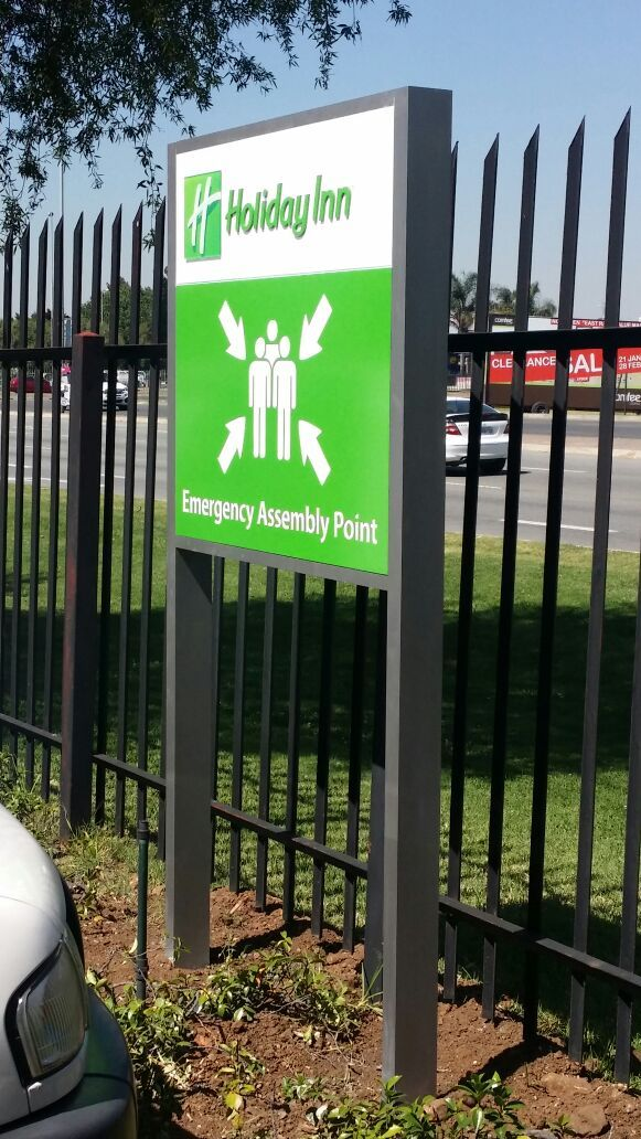 Holiday Inn Emergency Assembly Point. #emergency #green #sign #outdoor