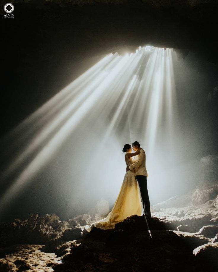 I will comfort you difficult times, be open and honest with you, love, cherish and encourage you always, and stand by your side for as long as we live. . Courtesy from Natalie & Raymond Prewedding Location Jomblang Cave, Wonosari Yogyakarta . . Photograph by @mohdnoval Check our website for the other photos at www.alvinphotography.co.id