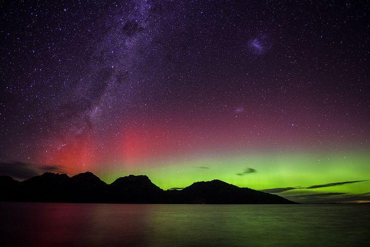 Aurora Australis   Coles Bay Tasmania   Hazaed Mountains