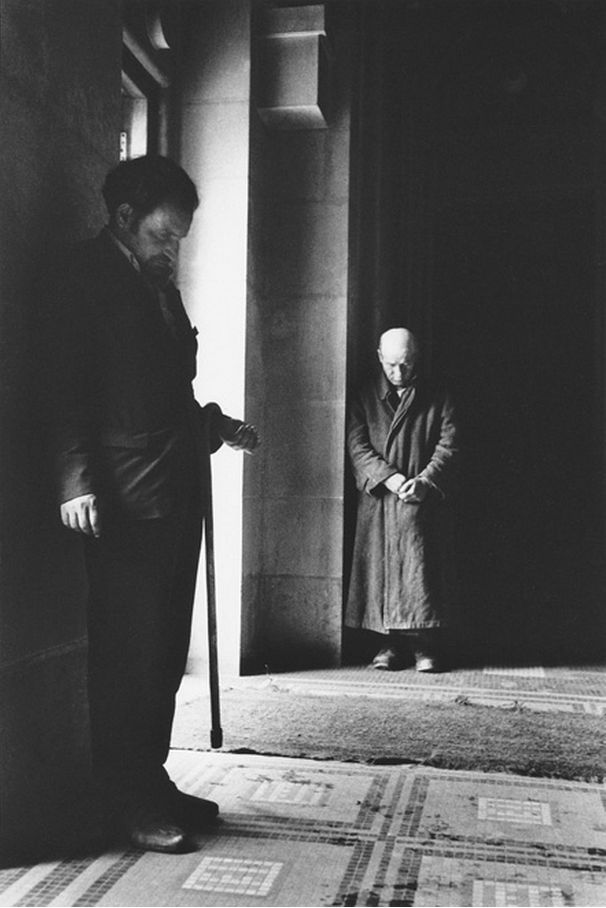 Jaroslav Kučera, Beggars at a church, 1969. Courtesy of firsttimeuser.