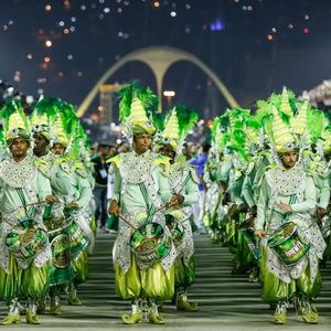 A Liesa (Liga Independente das Escolas de Samba do Rio) decidiu, em reunião extraordinária realizada na noite desta quarta-feira (5), dividir o título do Carnaval 2017 entre Portela e Mocidade Independente de Padre Miguel. Por sete