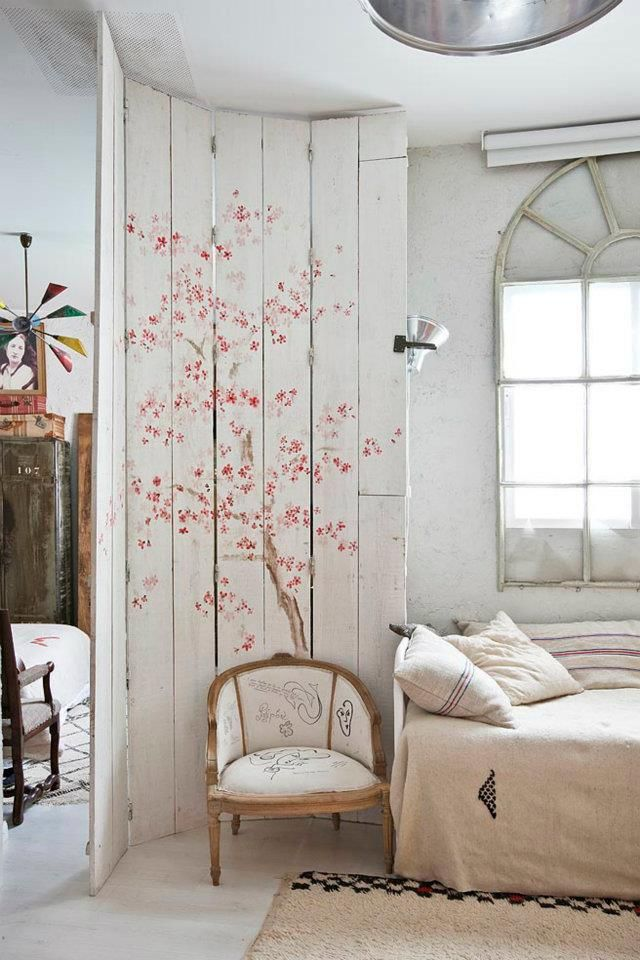 Beautiful Painted wall - maybe for girls room