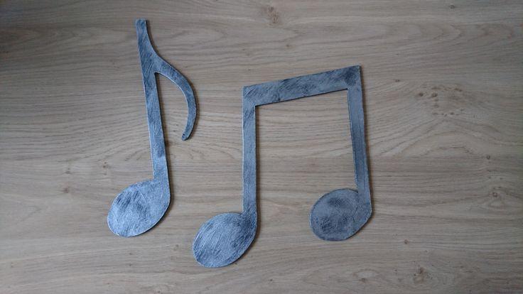 #Muzieknoten van mdf, beschilderd met metallic lak.