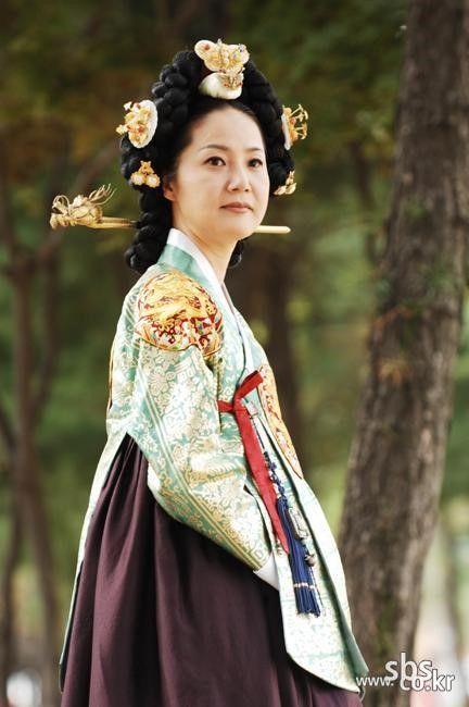 The King and I (Hangul: 왕과 나; hanja: 王과 나;RR: Wanggwa Na) is a South Korean historical drama series that aired on SBS. Starring Oh Man-seok, Ku Hye-sunand Go Joo-won. 세조비 정희왕후 윤씨 양미경