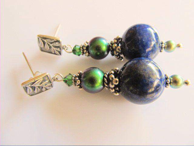 Oorbellen Lapis Green lapis lazuli met groene swarovski parels en kristal kraaltje en mooie steker met takje. geheel zilver. www.doloressieraden.nl
