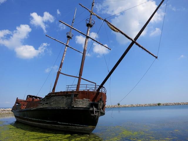 La Grande Hermine II, St Catharines Ontario Canada.  Shipwreck.