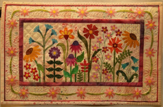 """Third place in the 2014 AQS Paducah Quilt Show - """"THE FLOWER GARDEN"""" by Laura Welklin, Noblesville, Indiana, USA."""