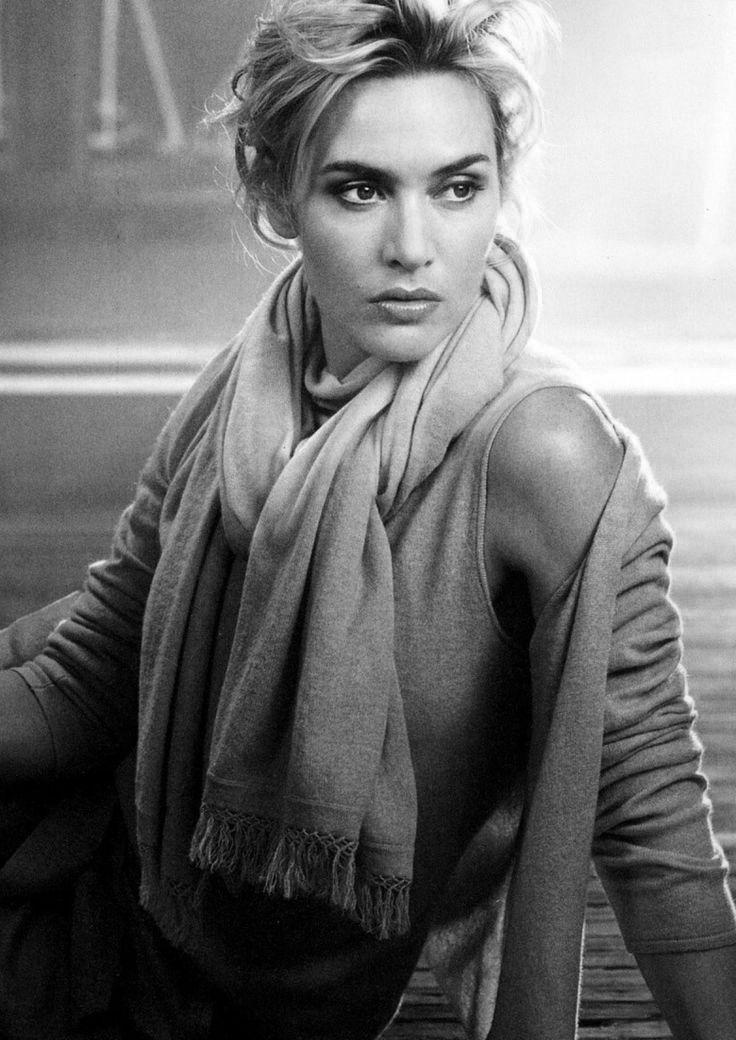 Kate Winslet de una belleza absoluta y una gran actriz.