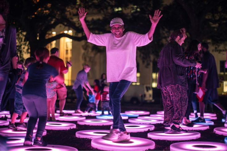 Move over, holiday lights. Large-scale light installations that blend contemporary art and technology are taking off as a trend, lighting up the night from New Orleans and Baltimore to Sydney and London. Many of these ...