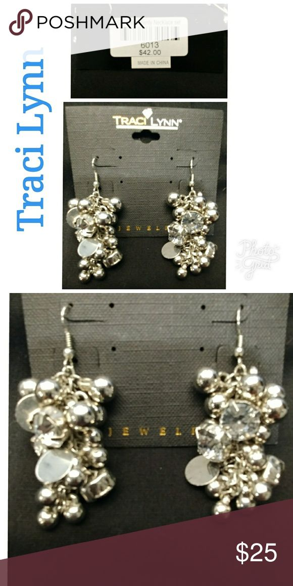 🆕 💲7 TRACI LYNN EARRINGS Silver Earrings with clear stones New with price tag Never been used Traci Lynn Jewelry Earrings