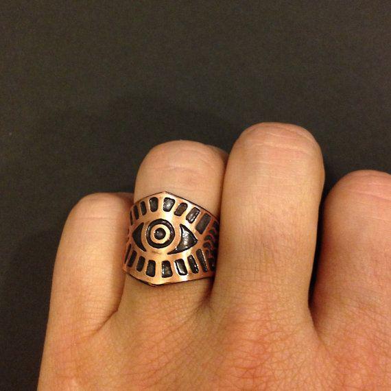 Aumento del ojo anillo cobre grabado anillo de por JamieSpinello