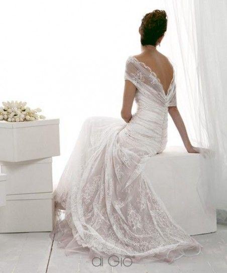 Vestito da sposa con bottoncini sulla schiena e pizzo