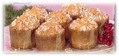 Panettoncini sprint di Anna Moroni3 uova intere  100 g burro morbido  200 g zucchero semolato  350 g farina 0  130 g di latte intero  scorza grattugiata di un mandarino  succo di un mandarino  scorza grattugiata di un limone  1 bustina di lievito per torte salate  100 g arancia candita frullata  100 g di uvette ammollate nel brandy   Per la copertura:  zucchero a velo  1 manciata di mandorle  granella di zucchero