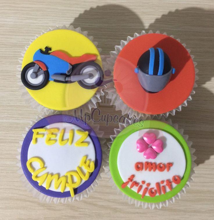Cupcakes moto. Cupcakes personalizados. Cupcakes cumpleaños. Cupcakes con mensaje. Cupcakes amor