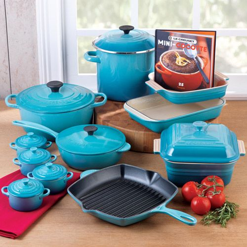 Le Creuset Cookware Set , 20 Piece in Caribbean. Love this color!!