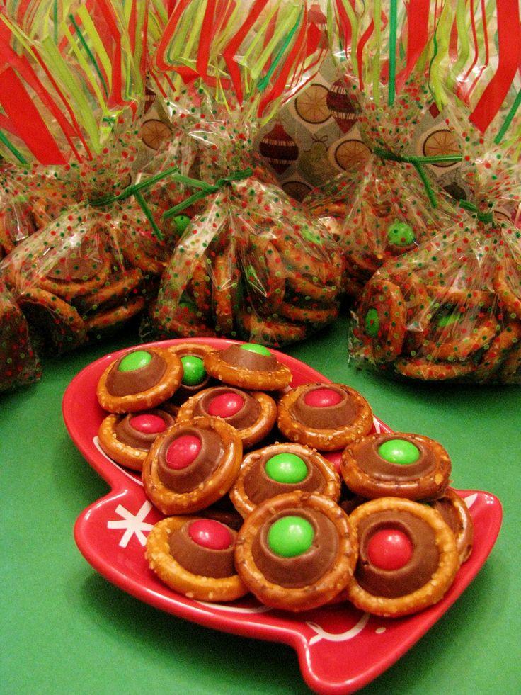 Christmas Buttons Rolo Pretzel Bites 300degrees Circle