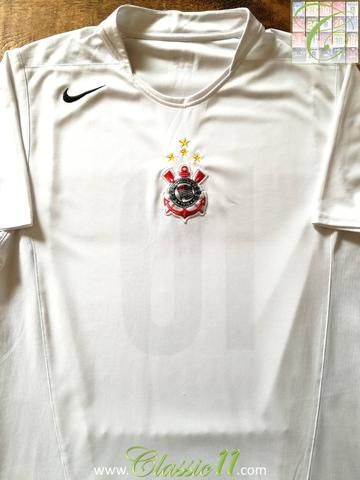 Official Nike Corinthians home football shirt from the 2005/2006 season. Complete with #10 (Carlos Tevez's squad number) on the back of the shirt.