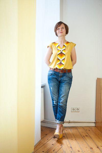 Ein alter Vorhangstoff vom Flohmarkt wird zum Designershirt // Old thrifted curtain fabric as shirt embellishment