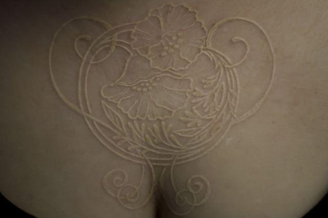 Les 59 meilleures images du tableau tatouage l 39 encre blanche sur pinterest tatouage encre - Tatouage a l encre blanche ...