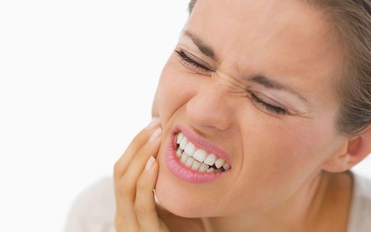 КАК СНЯТЬ ЗУБНУЮ БОЛЬ http://pyhtaru.blogspot.com/2017/07/blog-post_91.html  Как снять зубную боль?  1 Против зубной боли поможет чеснок, лук и соль. Взять компоненты в равных количествах измельчить до образования кашицы и прикладывать её на больной зуб, сверху можно положить ватный тампон.  Читайте еще: ================================= ЛЕЧЕНИЕ ЧИСТОТЕЛОМ http://pyhtaru.blogspot.ru/2017/07/blog-post_22.html =================================  2 Смочить в пихтовом масле ватный тампон и…