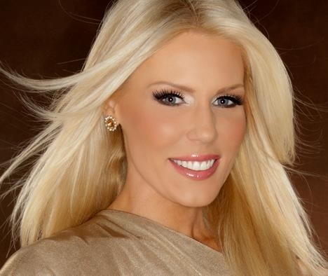 Glossy hair and perfect makeup. Gretchen Rossi