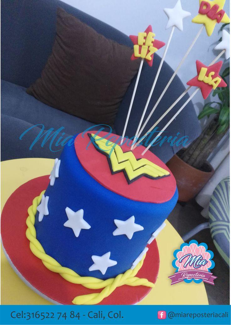 Torta personalizada con motivo de Mujer Maravilla, por : Mía Repostería cali