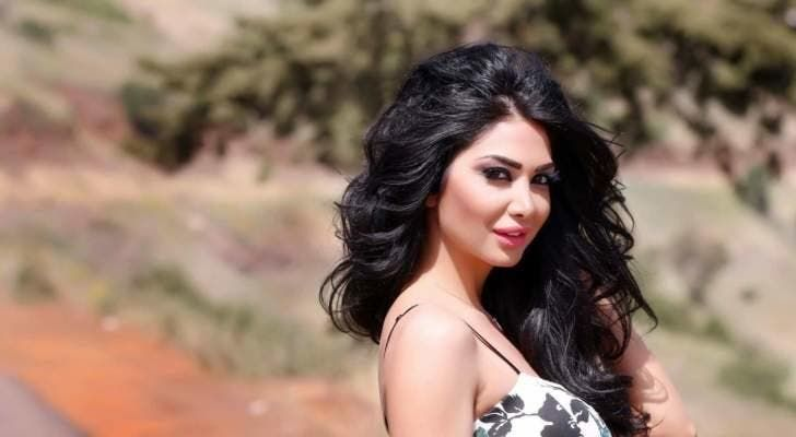 حملة تضامن مع الفنانة دانا جبر بعد تعرضها للابتزاز ونشر صور فاضحة لها Hair Styles Beauty Long Hair Styles