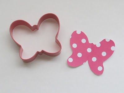 How to make a Minnie Mouse bow...